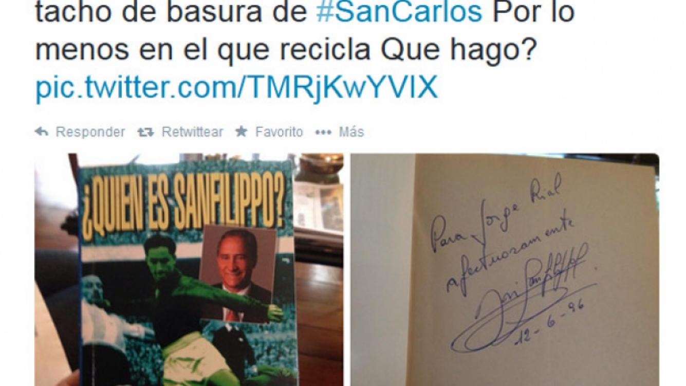 Un joven mostró un libro de 1996 con una dedicatoria al conductor y dijo haberlo hallado en la basura del country San Carlos.