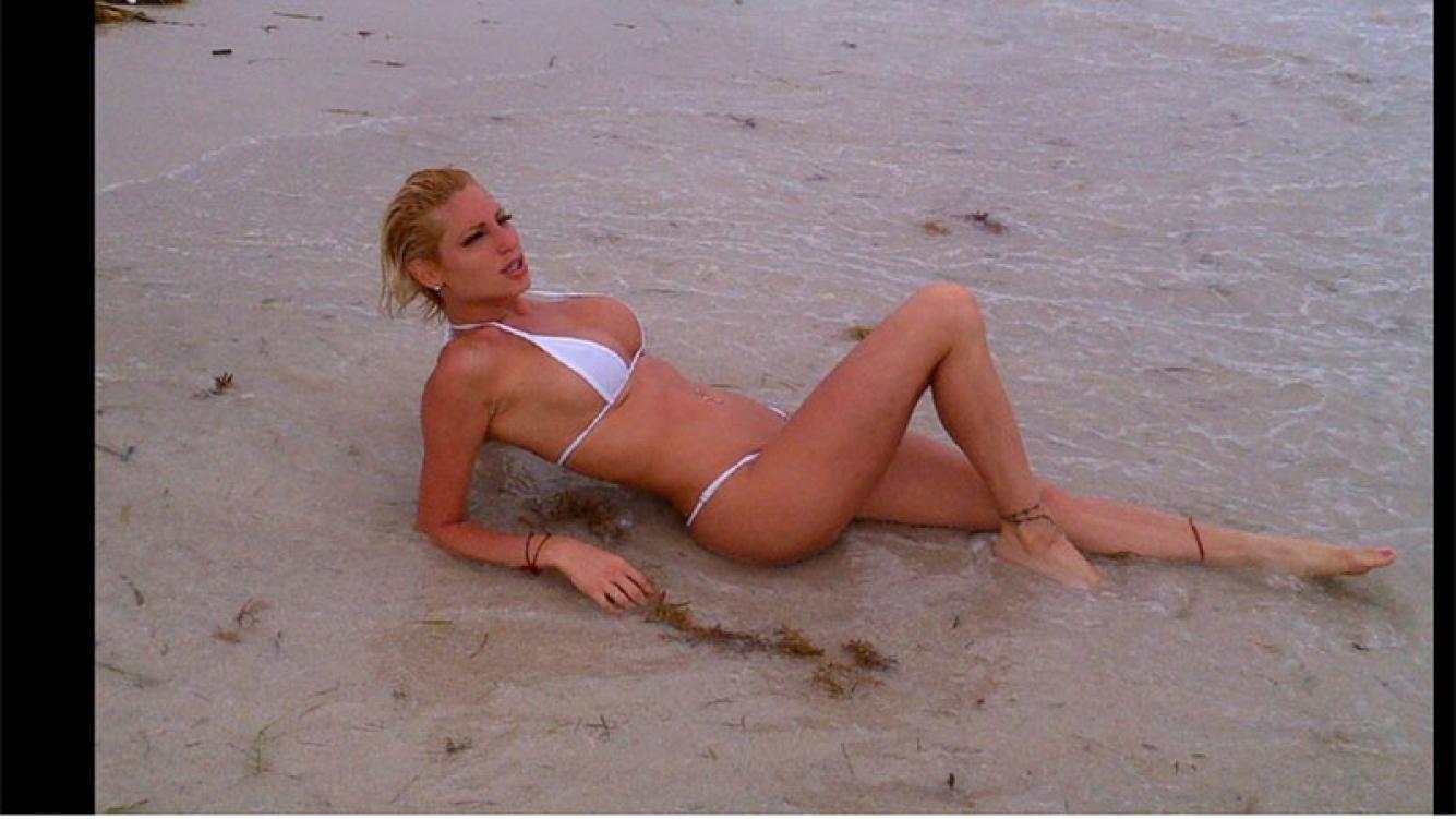 El destape de Vicky Xipolitakis en las playas de Miami (Foto: Twitter)