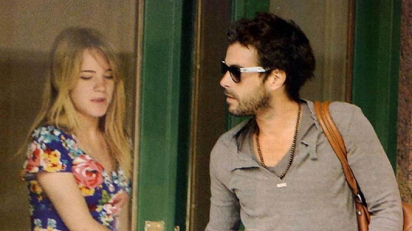 Nicolás Cabré y Sofía, juntos en la puerta de la casa de ella (Foto: Pronto).