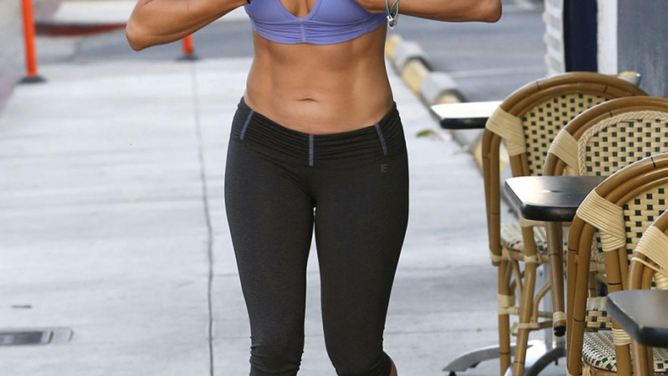 Jennifer Lopez, una diosa también en sin maquillaje a la salida del gimnasio. (Foto: Grosby Group)