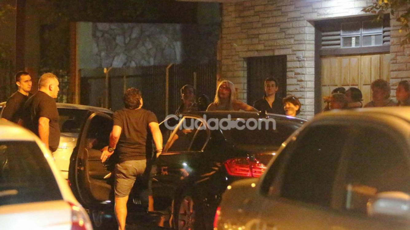Diego Armando Maradona recibió el 2015 junto a Rocío Oliva, Jana Maradona. (Foto: MovilPress)
