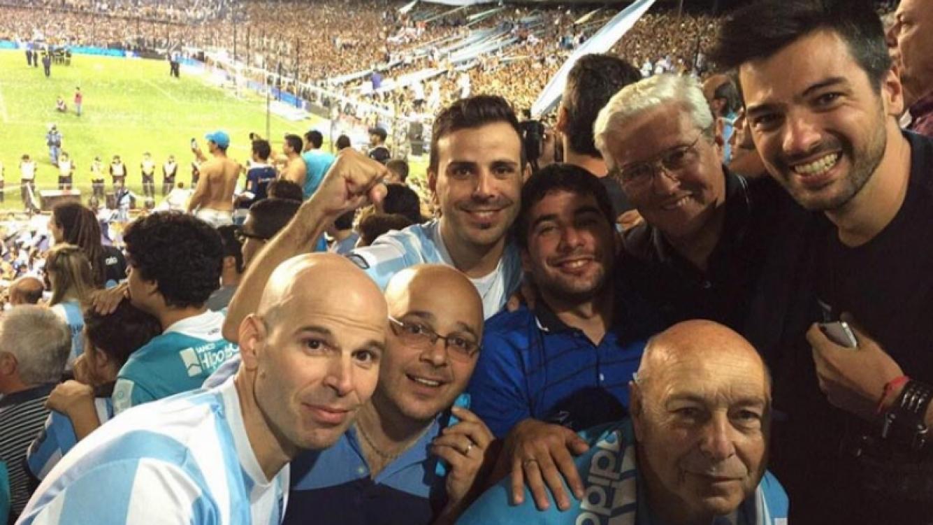 El Chino Leunis en la cancha de Racing, el club de sus amores. (Foto: Twitter @leandroleunis)