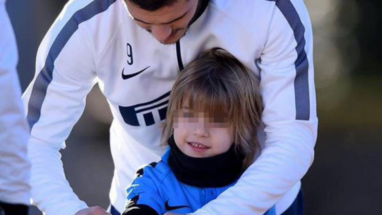 Mauro Icardi le demostró su afecto al hijo de Wanda Nara. (Foto: Twitter)
