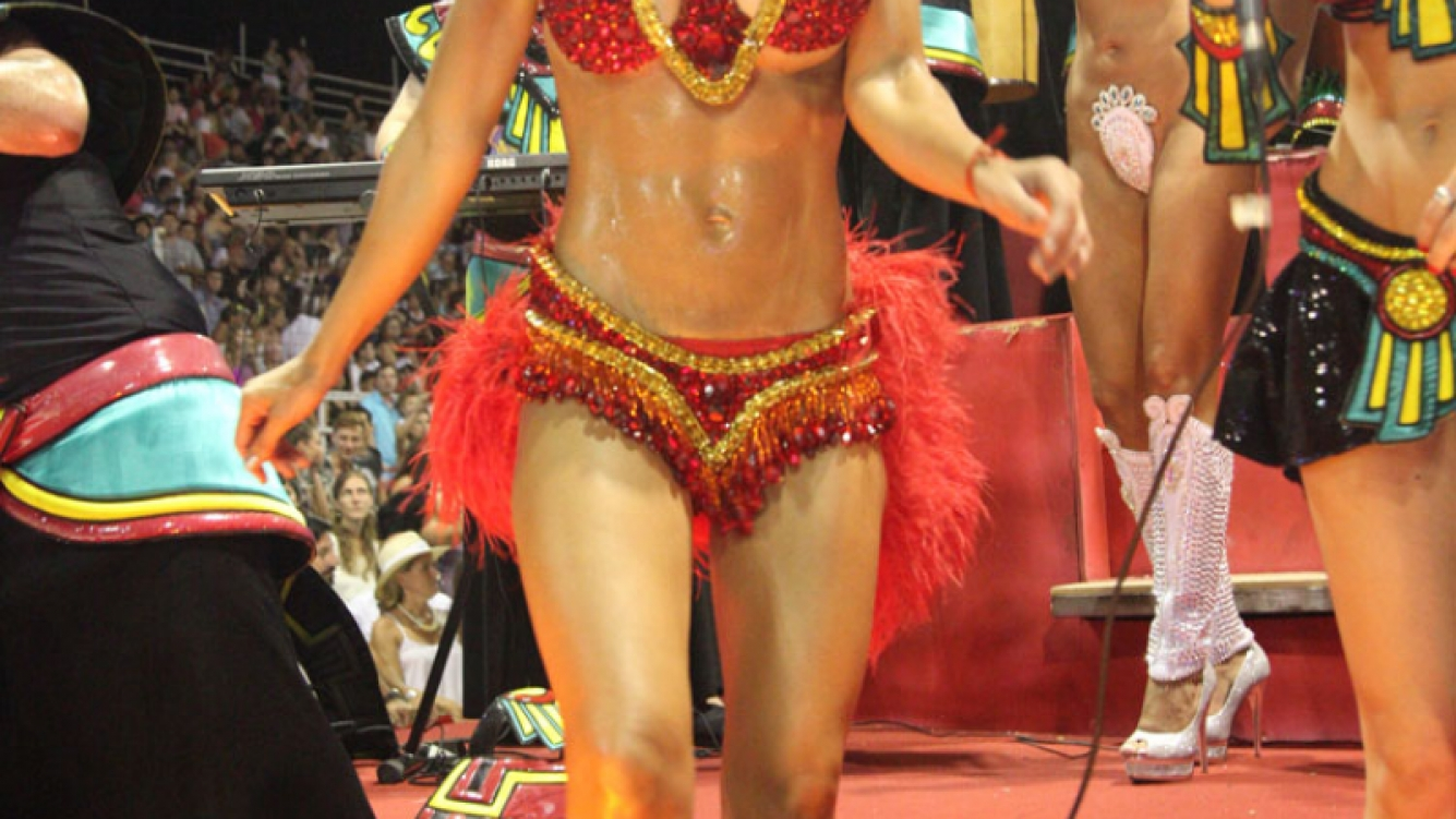 Abdominales imposibles lució Granata en la primera noche del Carnaval. (Foto: Mariela Massetti)