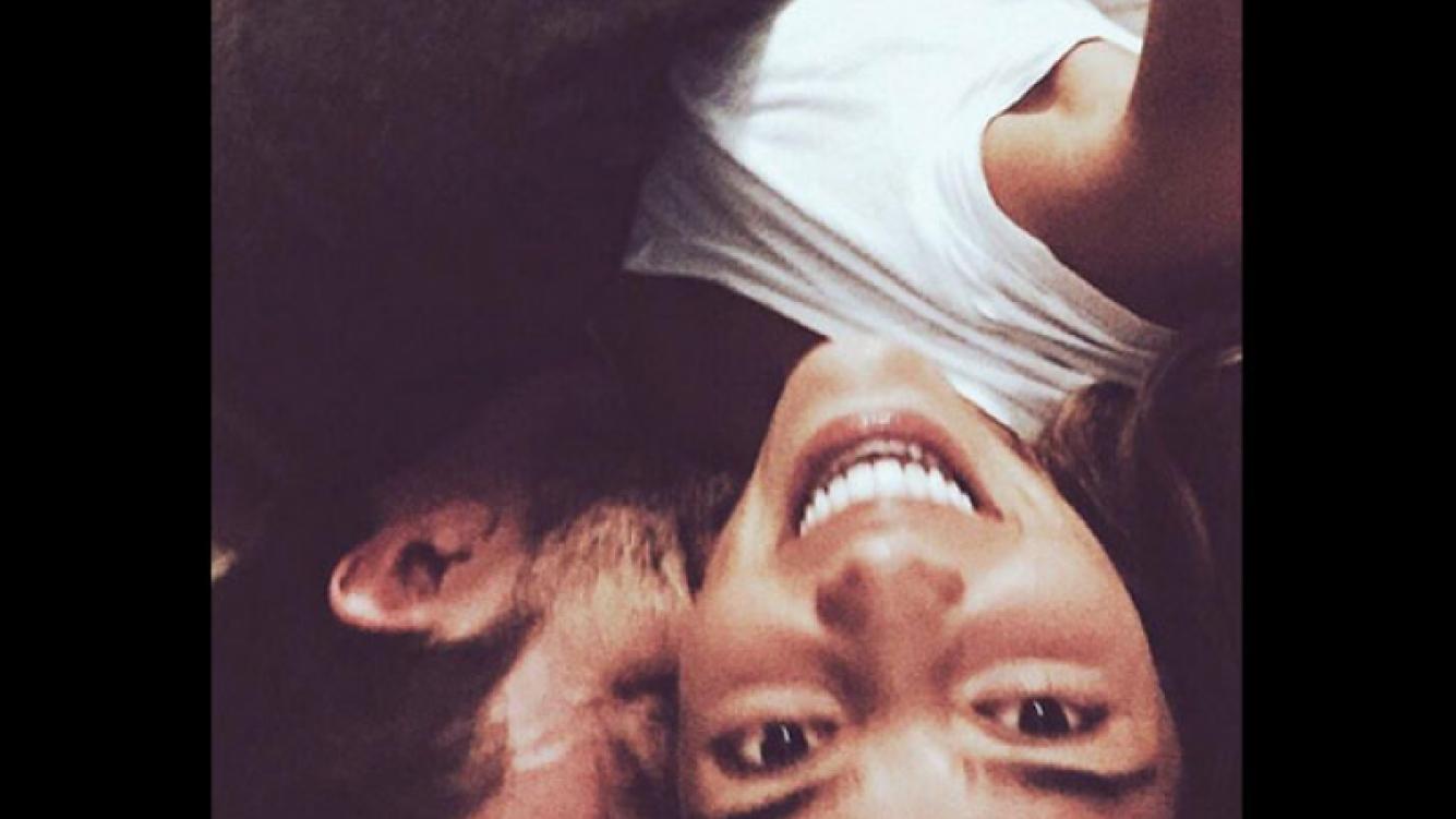 La selfie romántica de Calu Rivero y Polito Pieres: abrazados y sonrientes (Foto: Twitter)