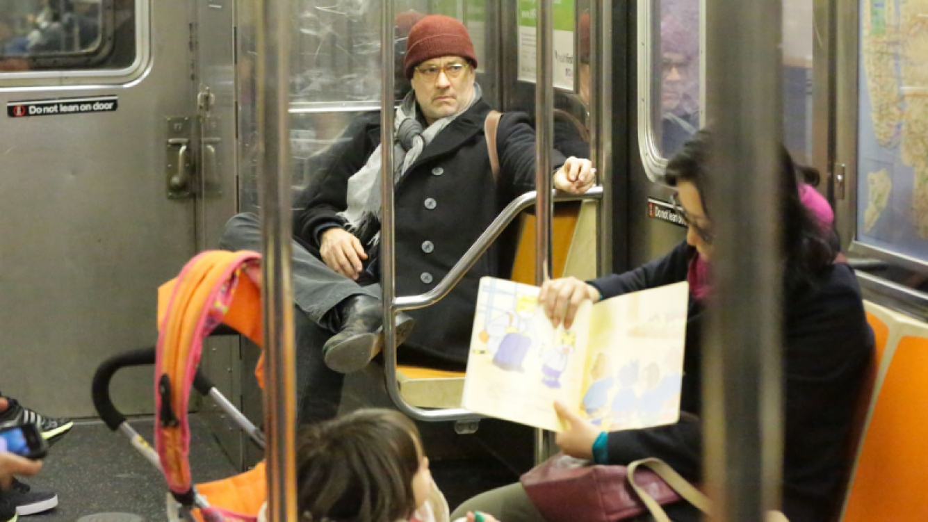 Tom Hanks, en el subte de New York (Foto: Grosby Group)