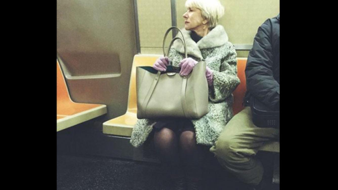 Helen Mirren en el subte de Nueva York. (Foto: Twitter)
