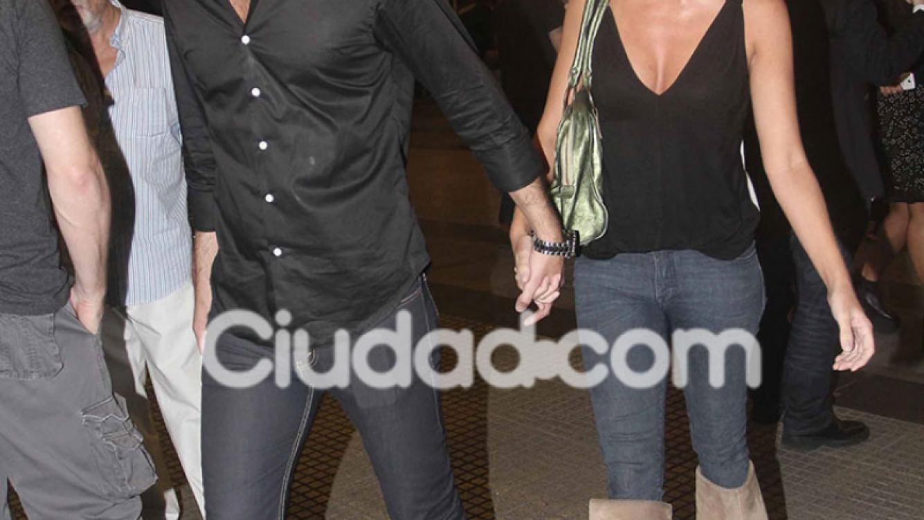 Paola Krum y su nuevo novio, mimosos en el cine (Fotos: Movilpress).