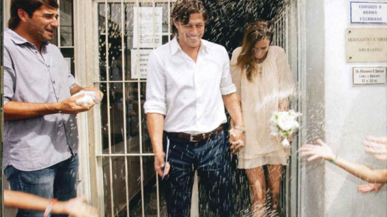 Matías Almeyda se casó con Luciana García Pena, con sus hijas, Sofía , Azul y Serena como testigos. (Foto: revista ¡Hola!)