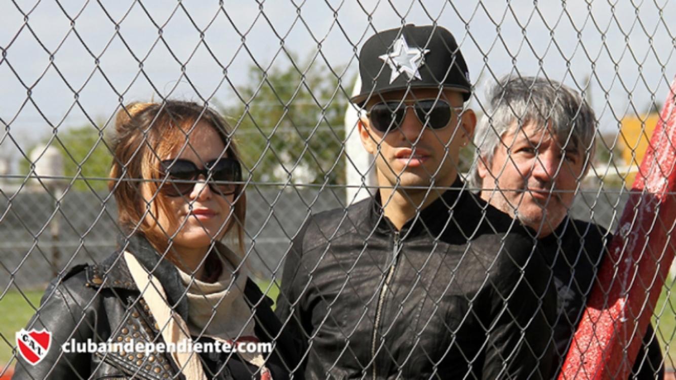 La Princesita, el Kun Agüero y Lionel Agüero en el predio de Independiente en Villa Domínico. (Foto: www.clubaindependiente.com)