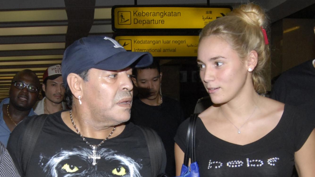 Diego Maradona negó su crisis con Rocío Oliva. Foto: Web.