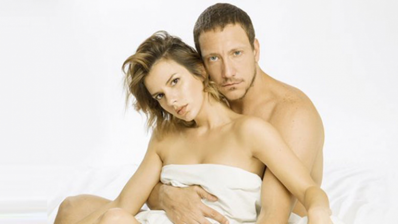 La sensual foto al desnudo de Nico Vázquez y Gimena Accardi para su obra de teatro. (Foto: Web)