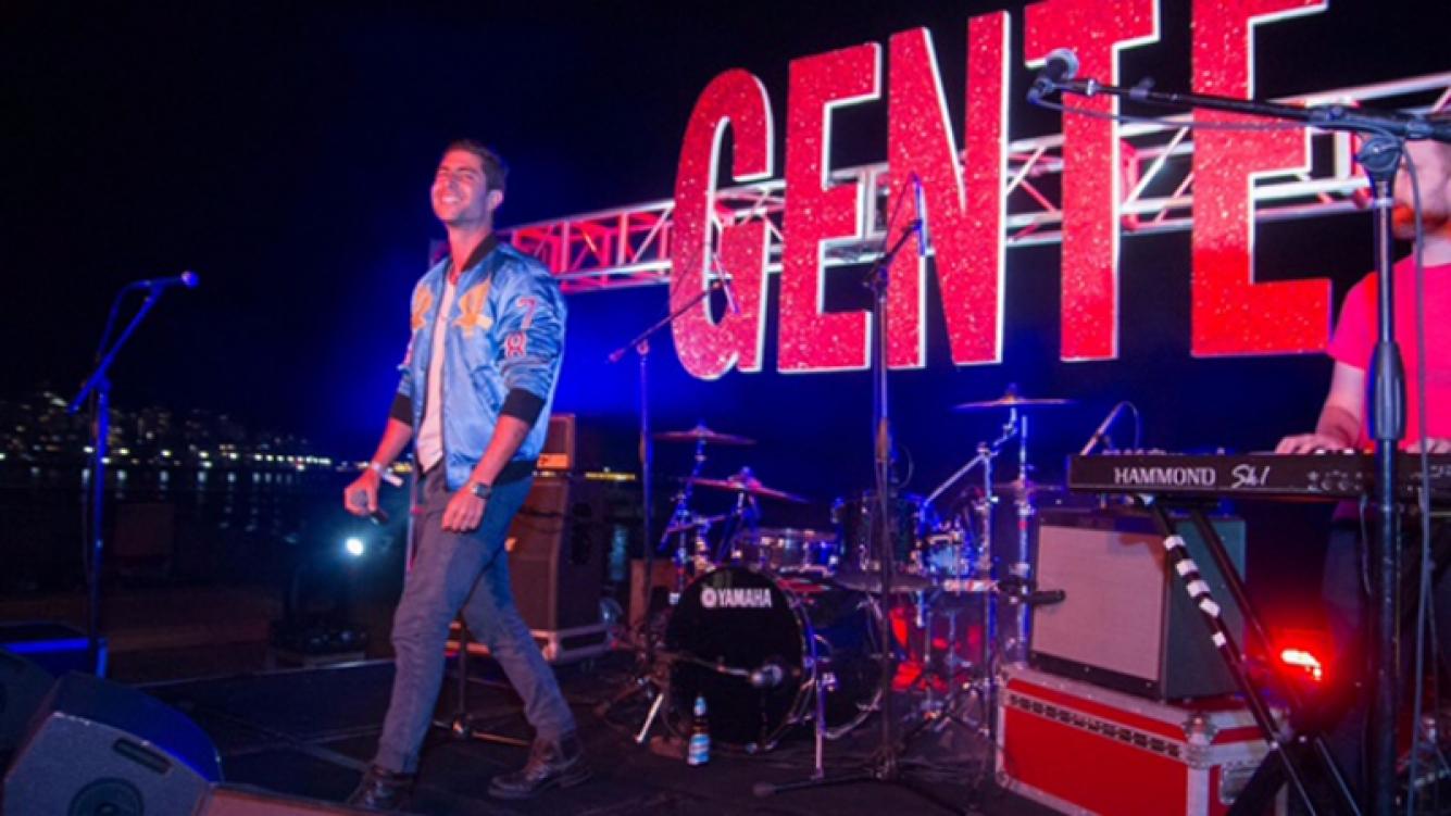 Maxi Pardo hizo bailar a todos en la fiesta de la revista Gente en Punta del Este.