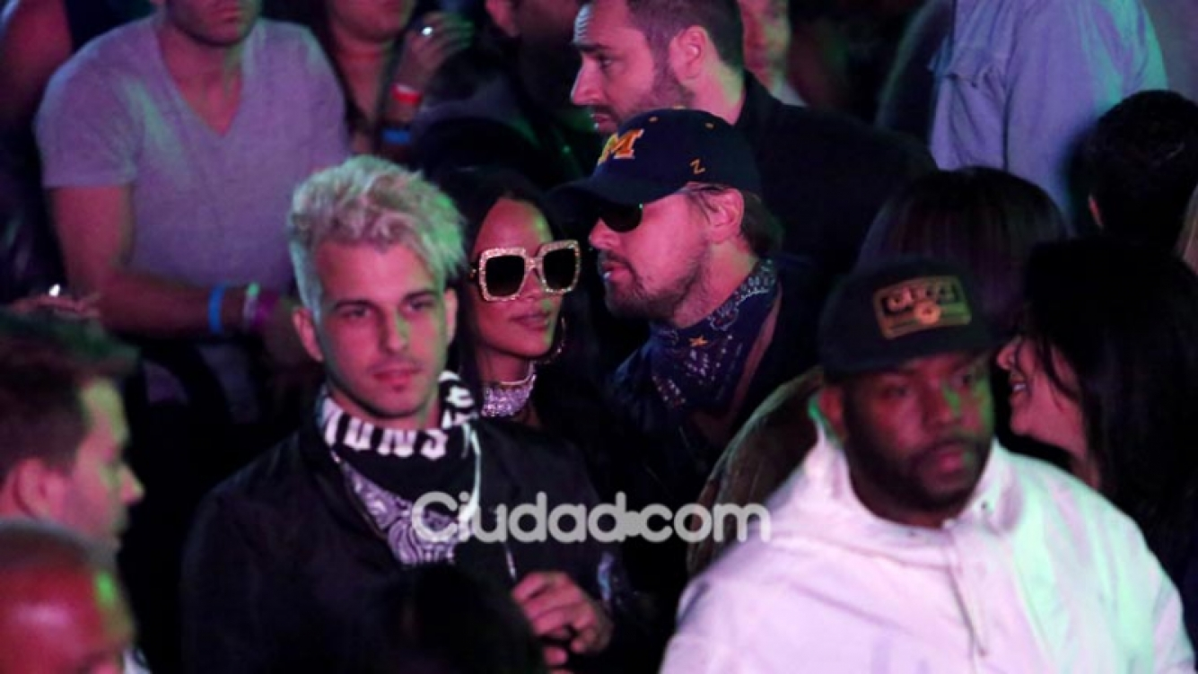 Rihanna y Leonardo DiCaprio, muy juntos en una fiesta en California. (Foto: AFP)