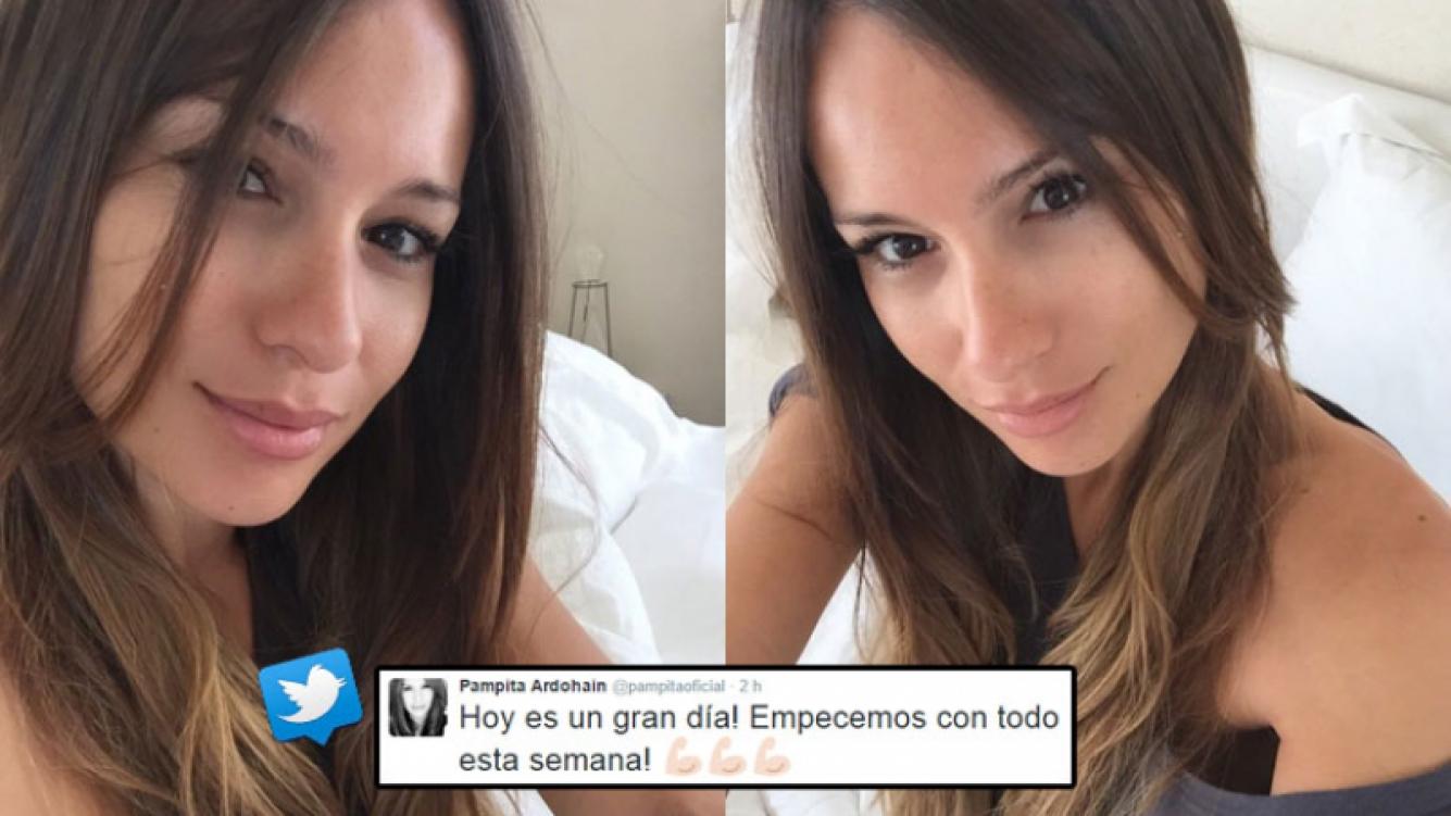 Pampita, diosa a toda hora: selfies sin maquillaje desde la cama. (Foto: Twitter)