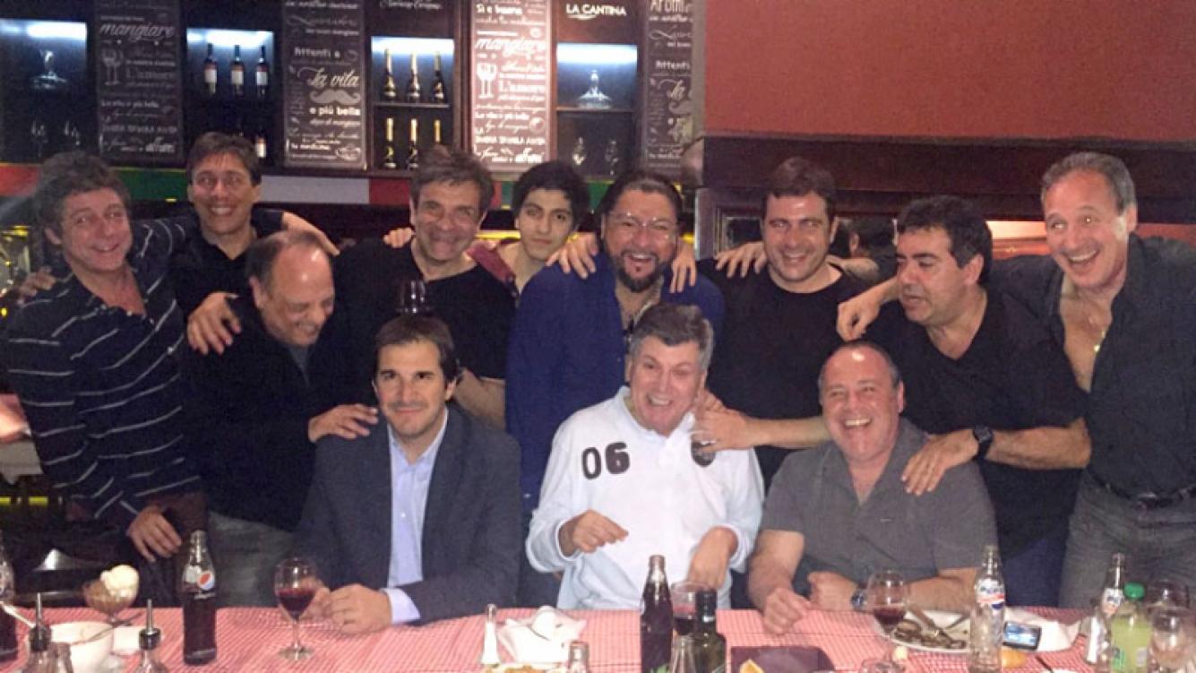 La divertida cena de Carlín Calvo con colegas y su hijo Facundo (Foto: prensa)