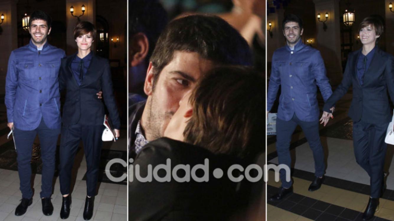 Antonópulos y Caponi, besos y romance en la noche de los Premios Cóndor de Plata. (Foto: Movilpress)