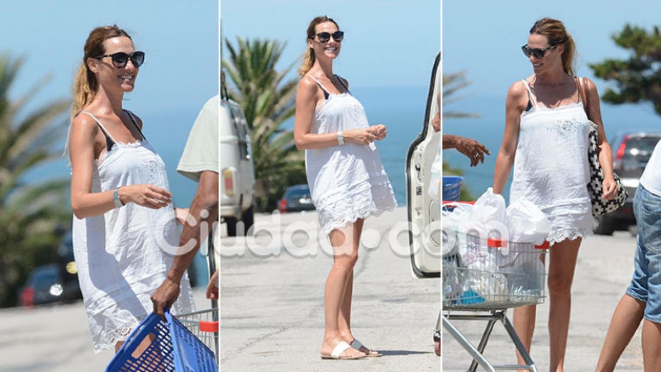 ¡Diosa embarazada! Lara Bernasconi paseó su pancita de 6 meses por la calles de Punta del Este. (Foto: GM Press)