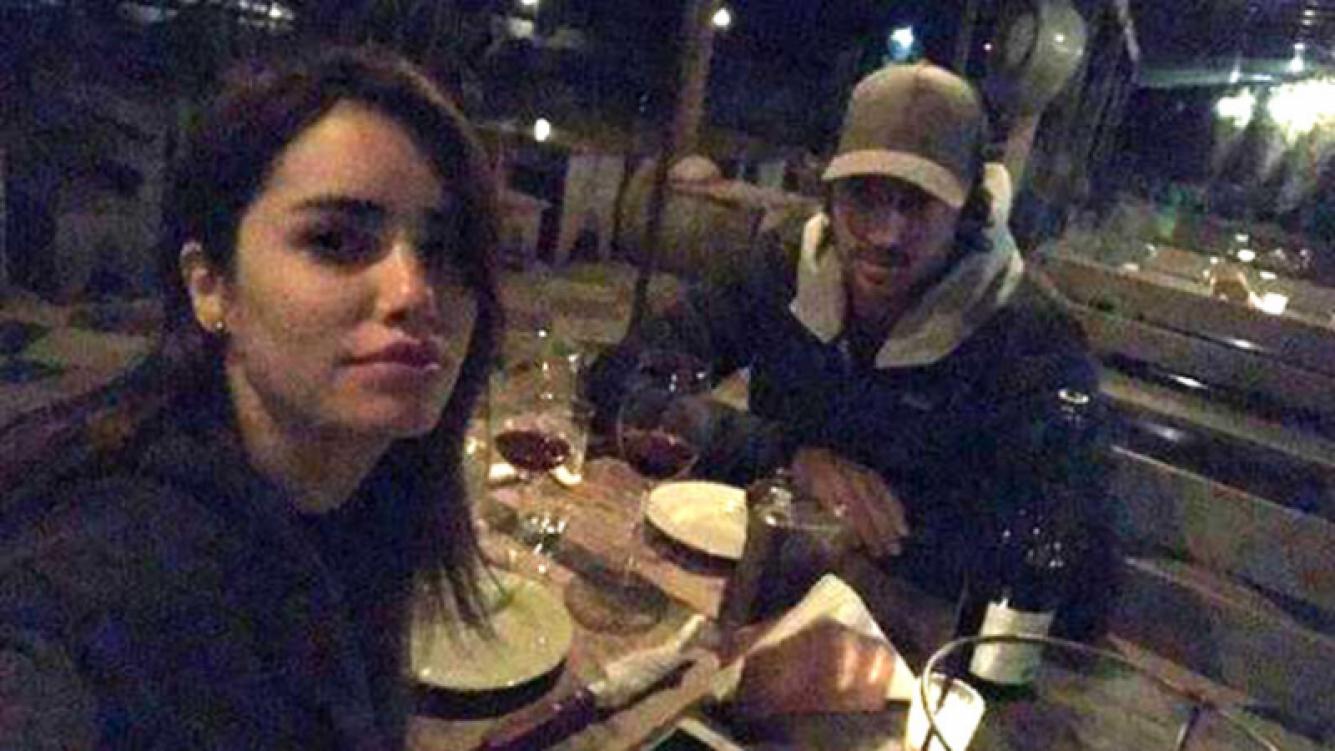 Lali Espósito y su novio, Santiago Mocorrea, cenando en Punta del Este.