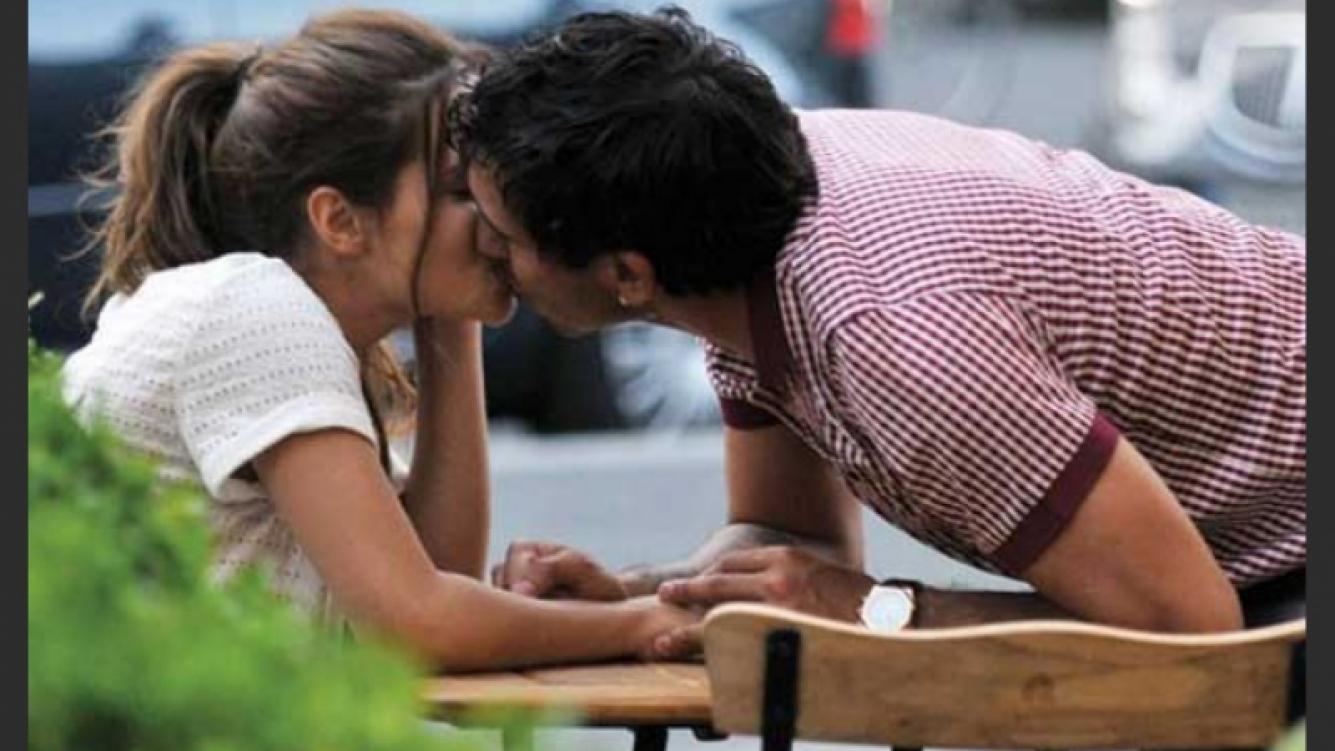 布兰达阿斯尼卡与卡洛斯特维斯在米兰晒恩爱。. (照片来源:¡Hola! Argentina).