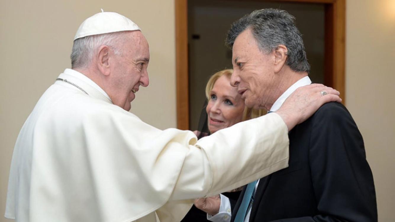 Palito Ortega y Evangelina Salazar, bodas de oro en el Vaticano: renovaron sus votos matrimoniales ante el papa Francisco. (Foto: Twitter @sacroprofano)