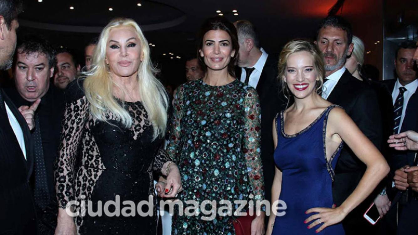 ¡Cumbre de diosas! Susana, Luisana y Awada, juntas en la gala solidaria del hospital Garrahan. (Foto: Movilpress)