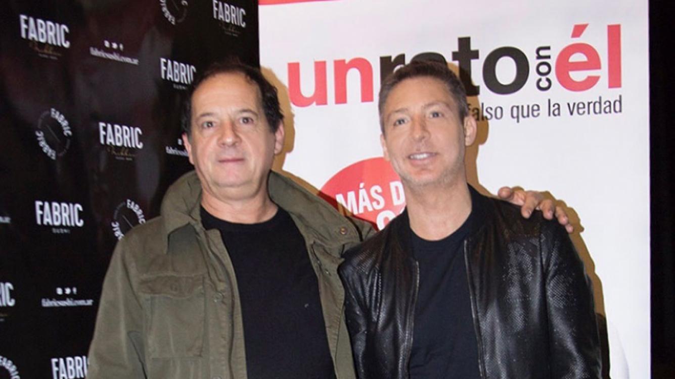 ¡Cien funciones! Adrián Suar, Julio Chavez y el elenco de Un rato con él celebraron el éxito teatral
