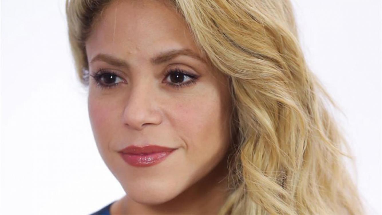 Shakira suspende funciones de su gira por problema en las cuerdas vocales