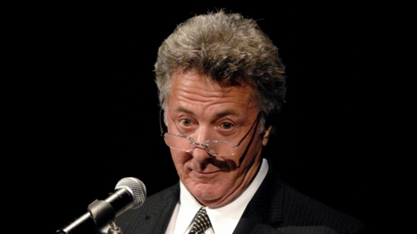 Dustin Hoffman acusado de exhibirse frente a una menor de 16 años