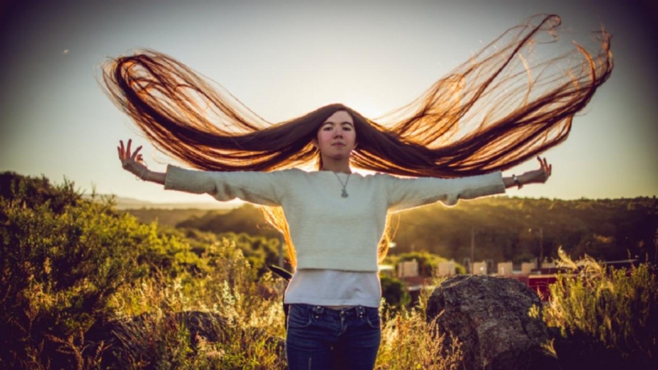 Joven cordobesa tiene el cabello más largo del mundo