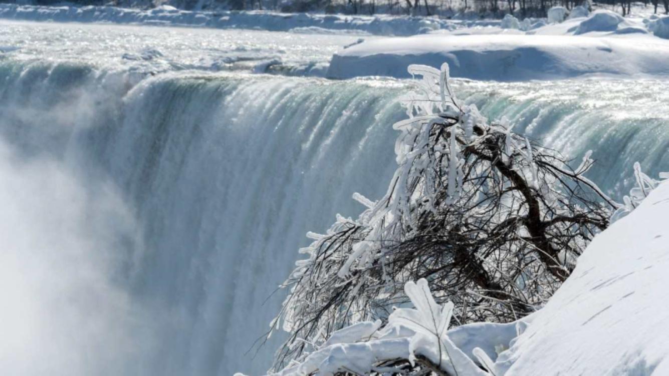 La ola de frío congeló las Cataratas del Niágara
