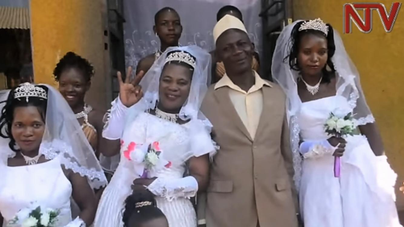 Hombre se casó con tres mujeres el mismo día