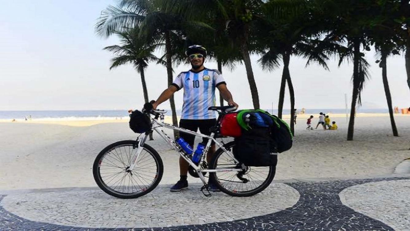 Lucas Ledezma inició su viaje en bicicleta con destino a Moscú