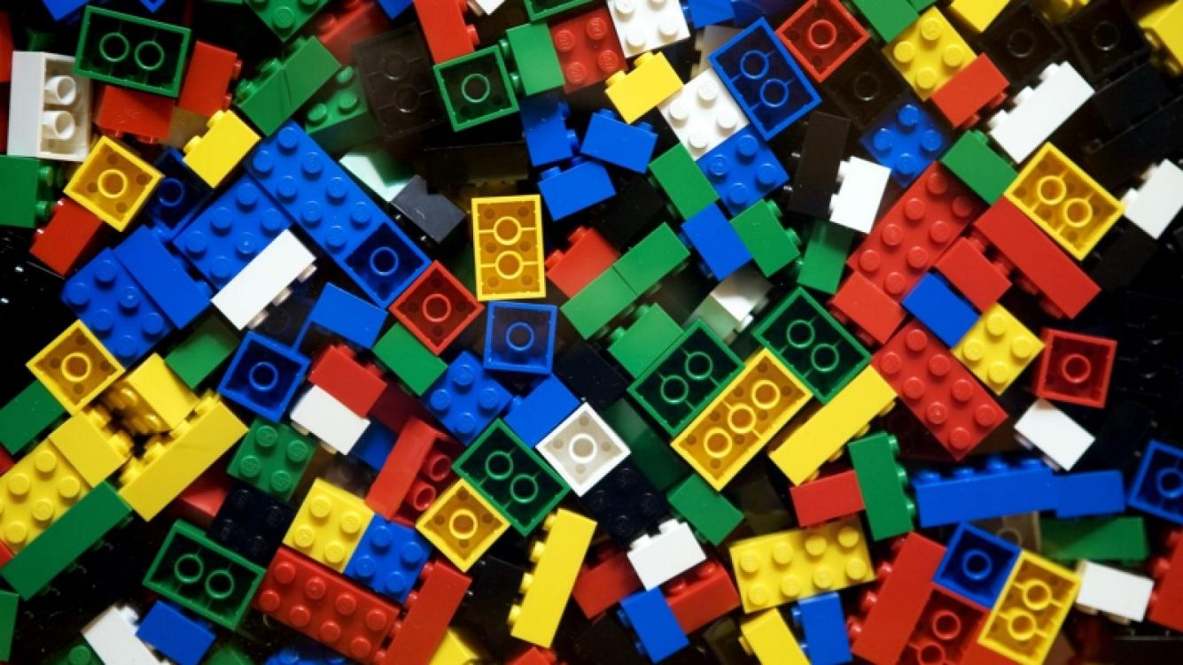 Joven español hizo su prótesis con piezas de Lego
