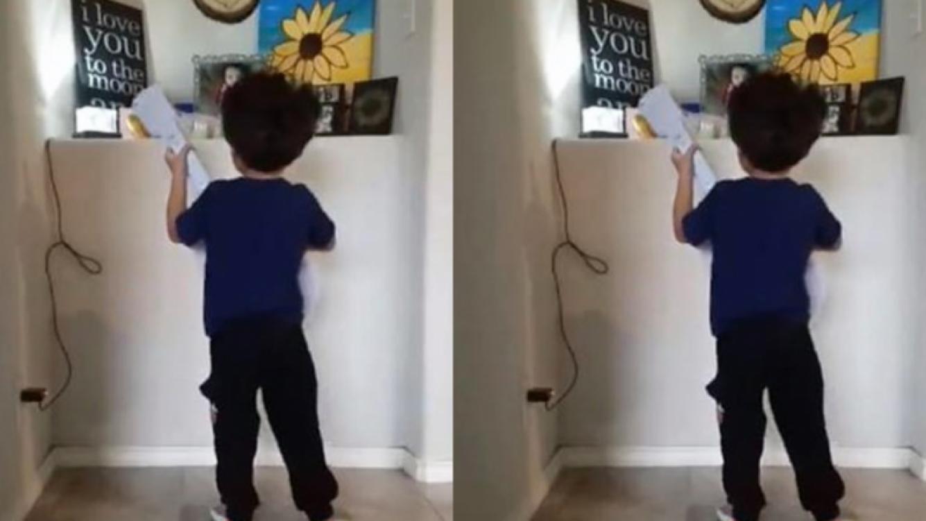 #EnVideo | Niño de 4 años le canta a su hermanita fallecida