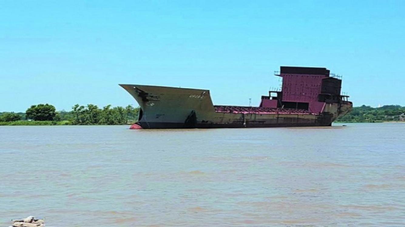 """Barco """"fantasma"""" genera pánico en el Río Paraná"""