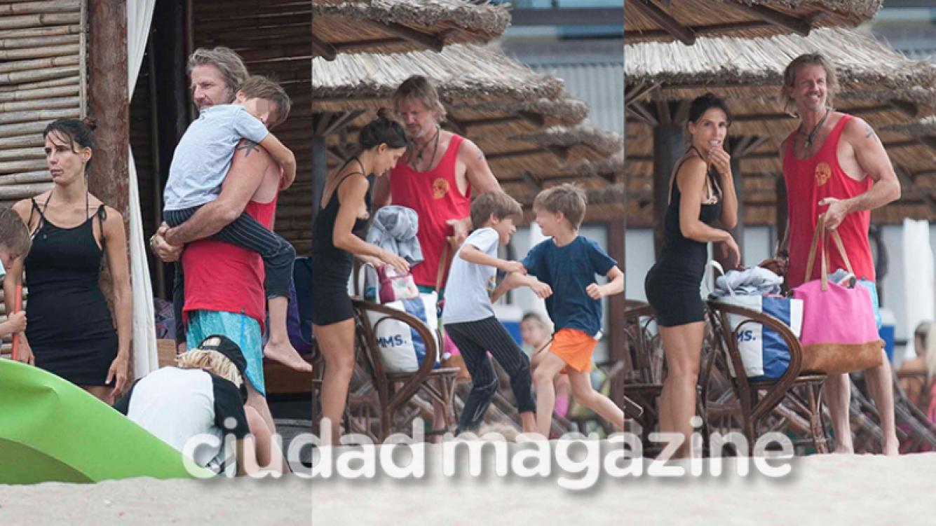 Facundo Arana y María Susini junto a sus mellizos en la playa (Fotos: GM Press Mar del Plata).