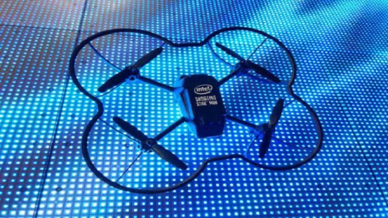 Intel voló 100 drones en simultáneo