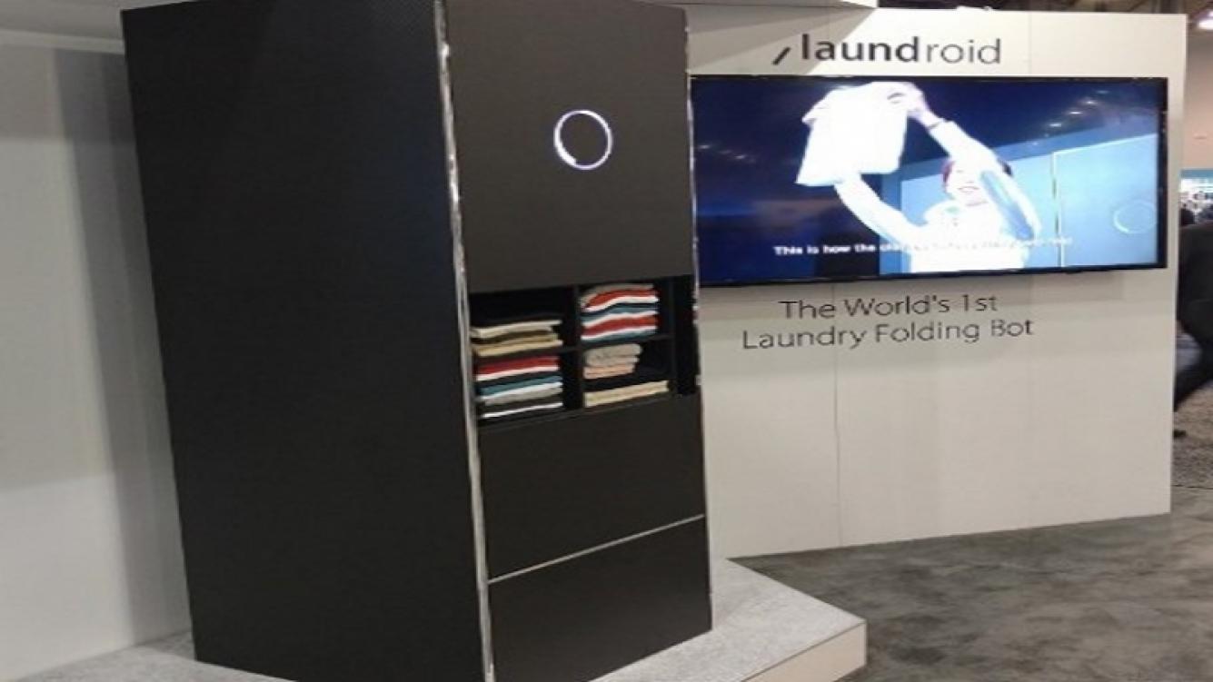 Esta máquina dobla y selecciona la ropa por si sola