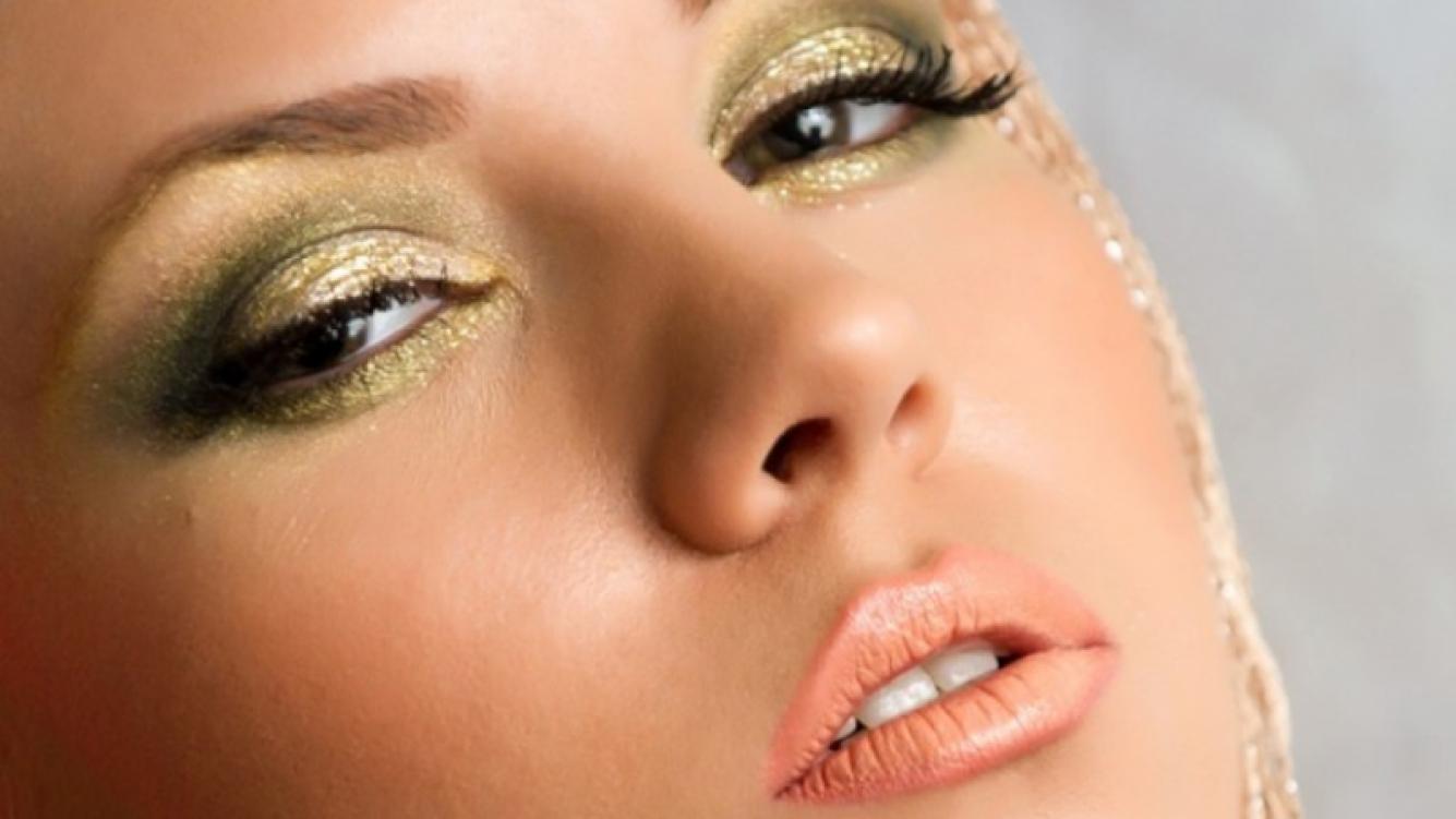 ¿Cuáles son los mejores tonos para llevar un maquillaje metalizado?