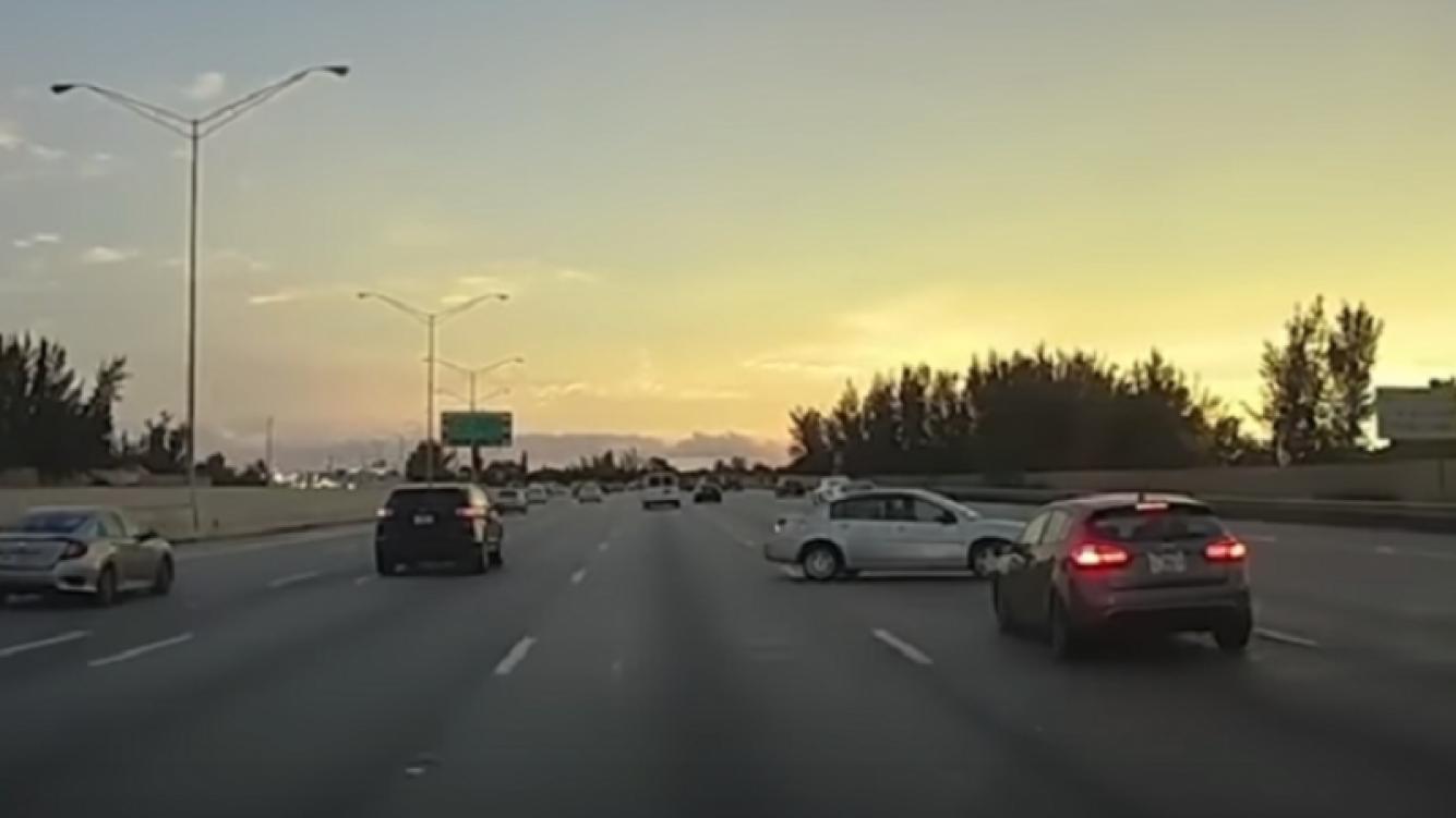 Una maniobra de película evitó un aparatoso accidente