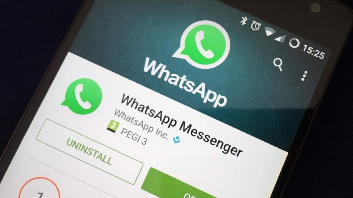 Un nuevo beta de WhatsApp prueba strickers de Facebook