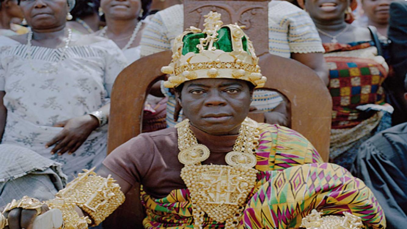 Un rey africano vive en Alemania y gobierna a través de Internet