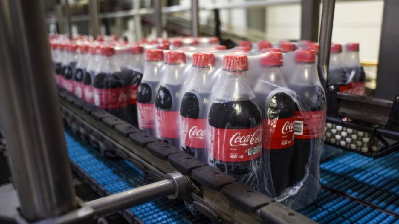 Coca-Cola trabajará en un plan para el tratamiento de sus envases