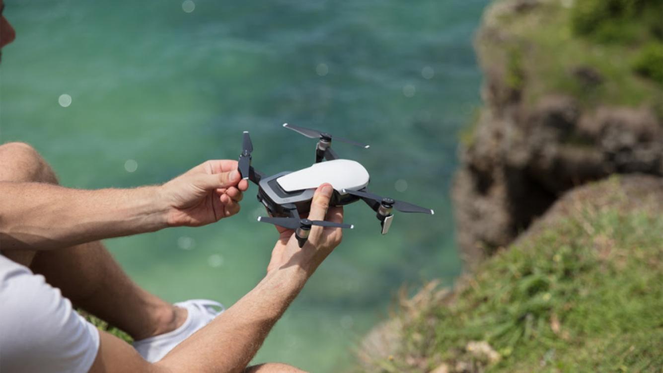 Presentaron el drone más liviano