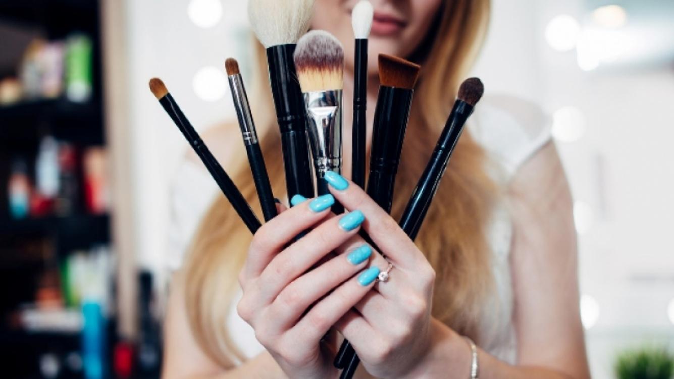 ¿Cómo cuidar los pinceles y brochas de maquillaje?