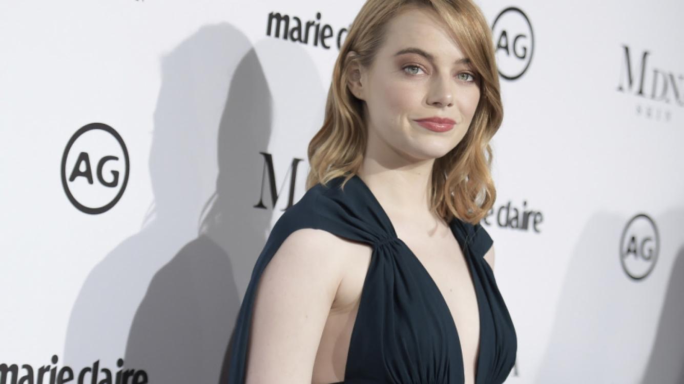 Emma Stone cambió su look de nuevo