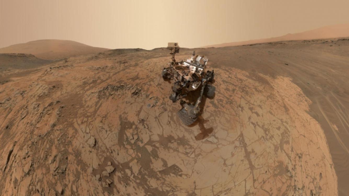 Una selfie del robot Curiosity mostró por primera vez un paisaje de Marte