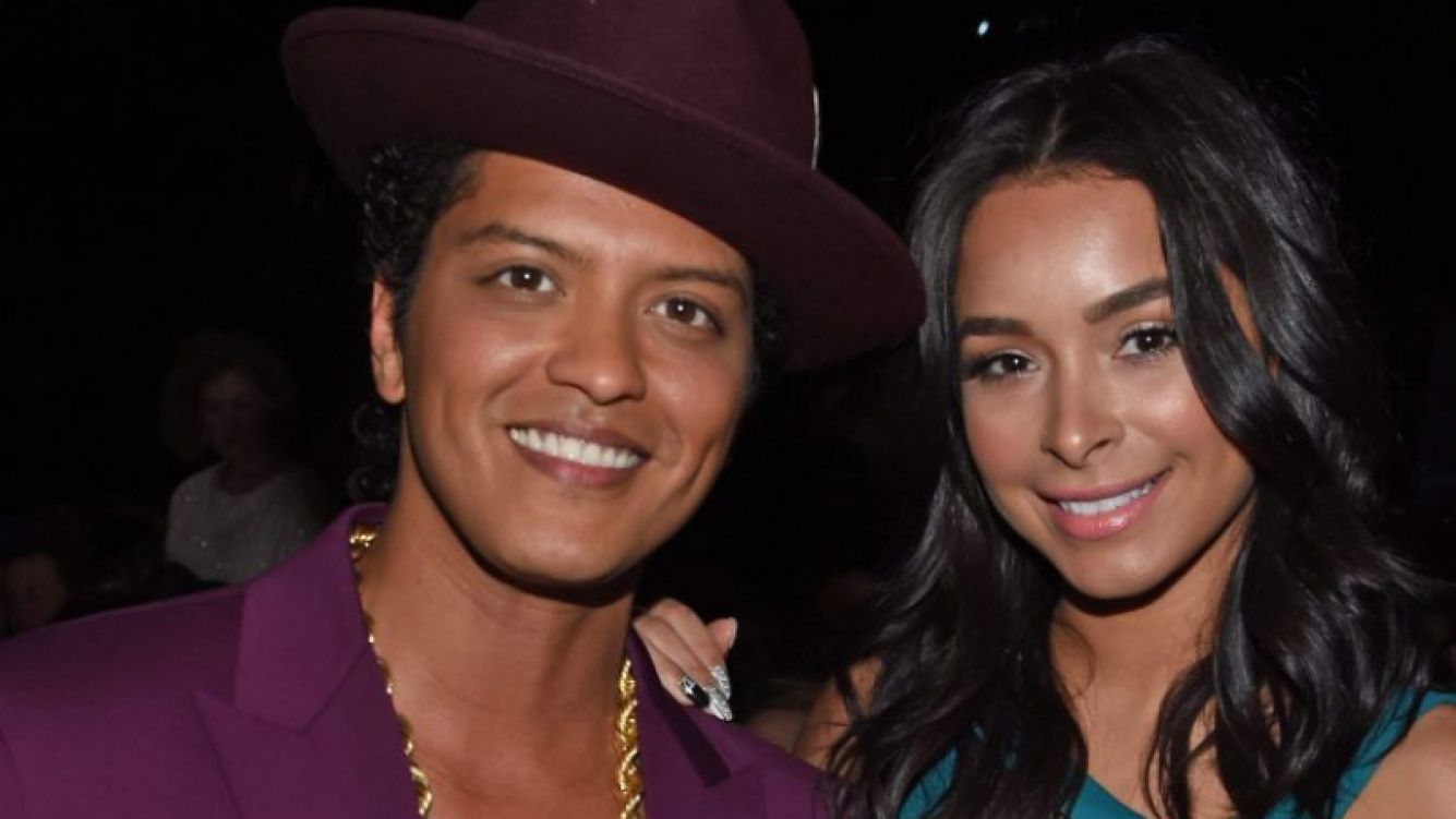 Las fanáticas de Bruno Mars odian a su novia