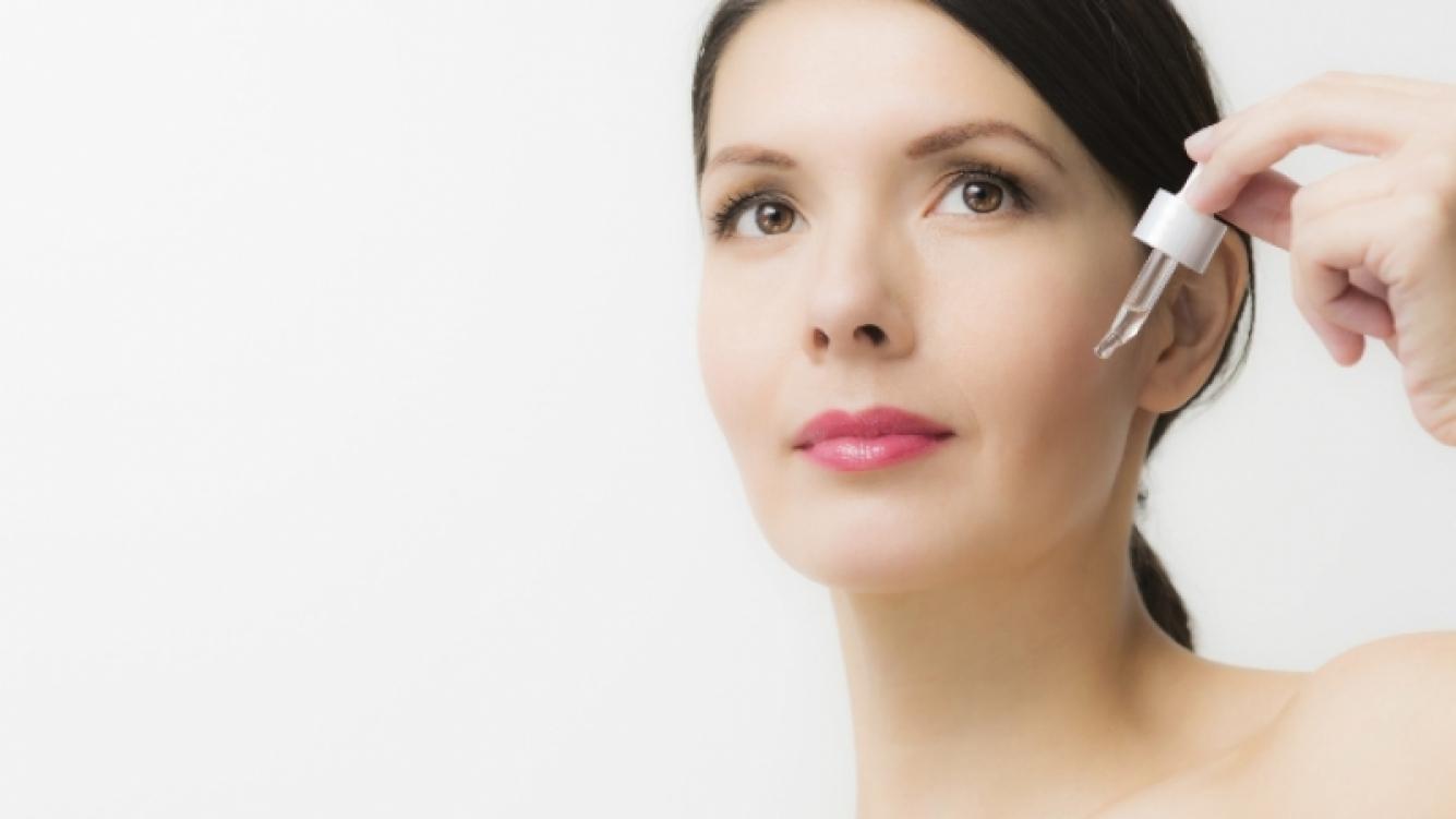 Los beneficios de usar sérum para el cuidado del rostro